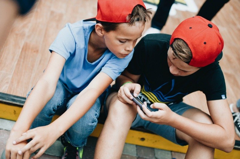 teen boys texting