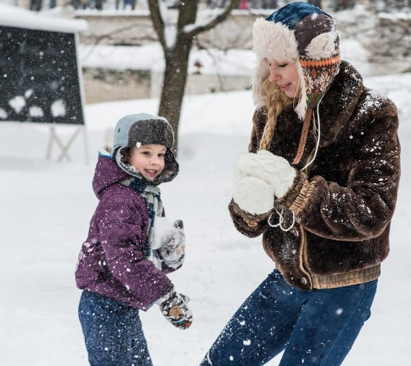 mom and son throwing snowballs