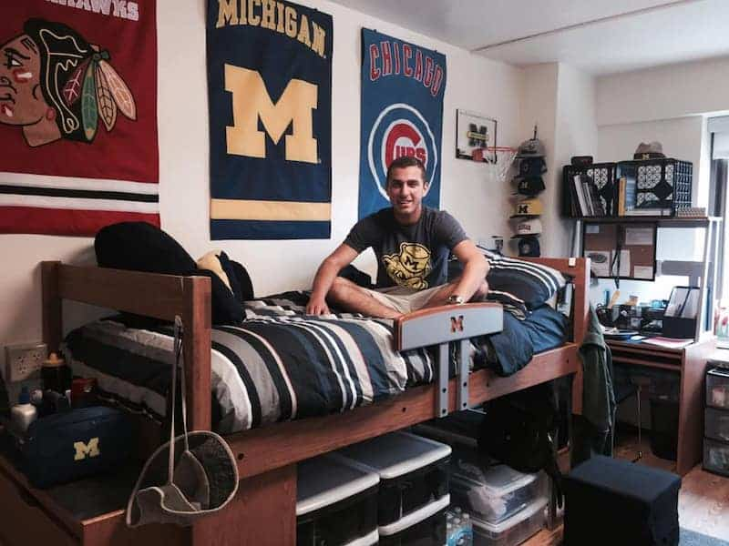 How To Decorate A Guy S Dorm Room Simple And Easy Ideas For 2021